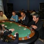 Fidéliser ses clients en partenaire en leur offrant une soirée animation poker
